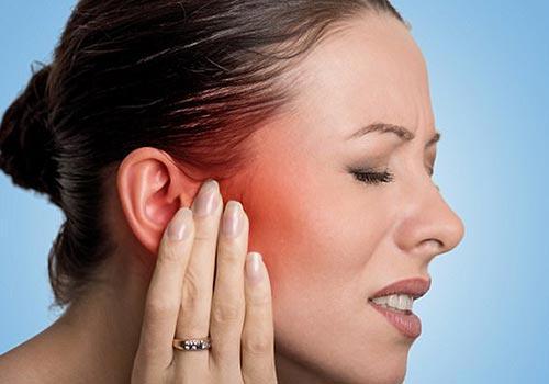Cách bôi thuốc mỡ sau khi bấm lỗ tai