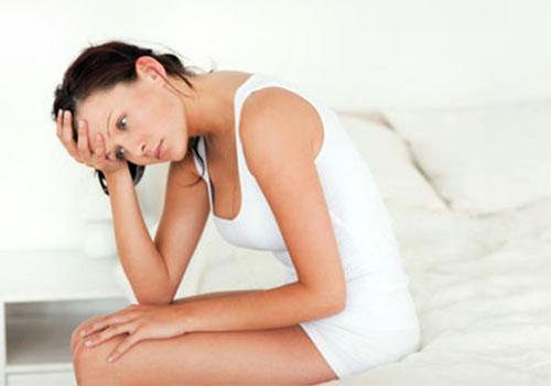 Đi tiểu buốt và ra máu ở phụ nữ là bị gì? Cách chữa trị