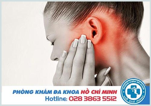 Lỗ tai bị chảy nước và ngứa là bị gì? Có sao không?