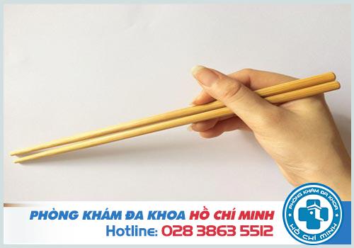 Mẹo chữa hóc xương cá bằng đũa tại nhà