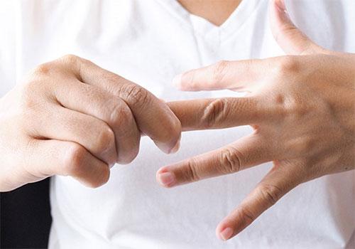 Ngứa kẽ ngón tay chân là bị gì? Cách chữa trị bệnh?