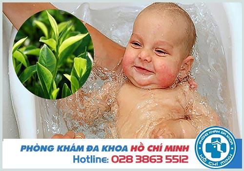 Trẻ bị chàm sữa tắm lá gì an toàn và hiệu quả?