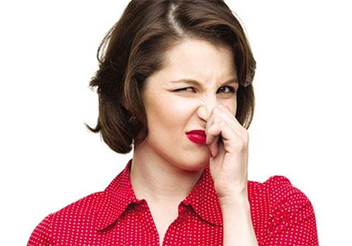 Vùng kín có mùi hôi tanh có sao không? Cách chữa trị